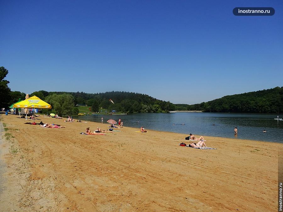 Озеро Хостиварж - Где искупаться в Праге в жару