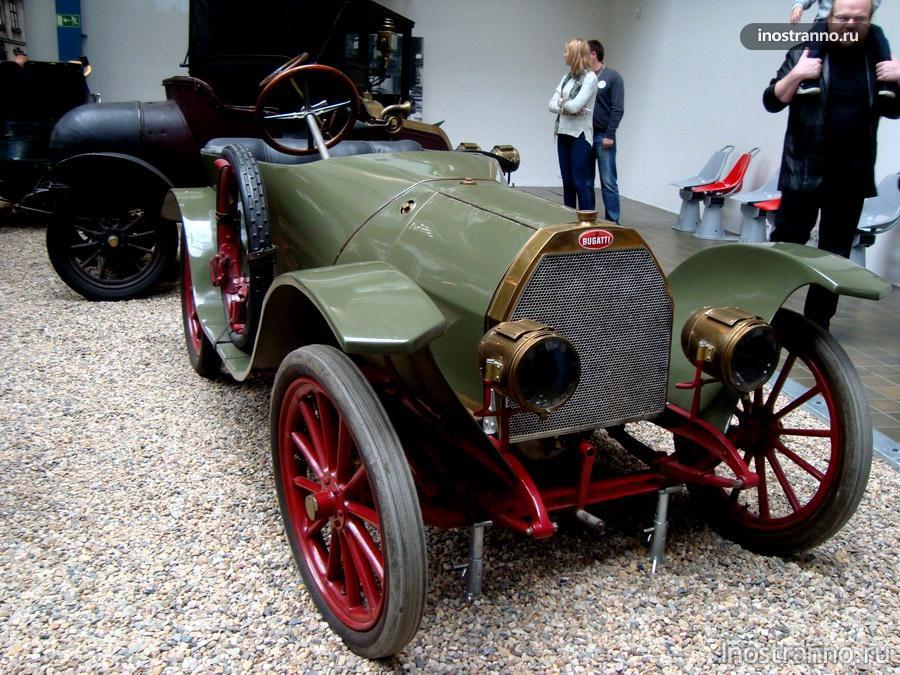Автомобиль Bugatti 13