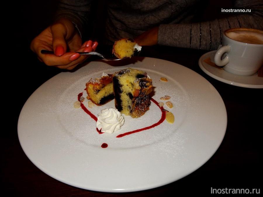 десерт в кафе лувр