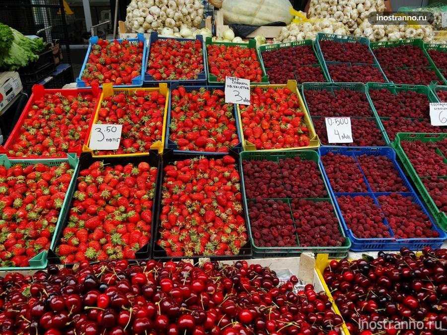 клубника на рынке в Болгарии