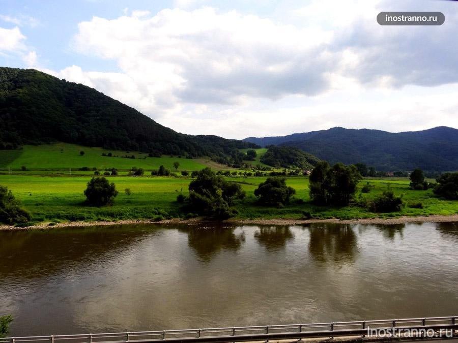 река лабе и горы