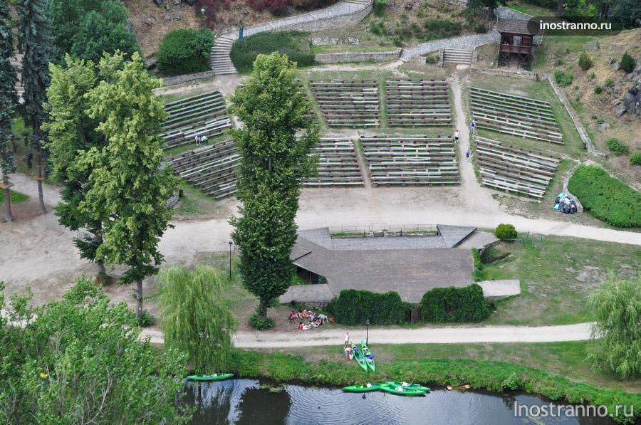 амфитеатр в замке Локет