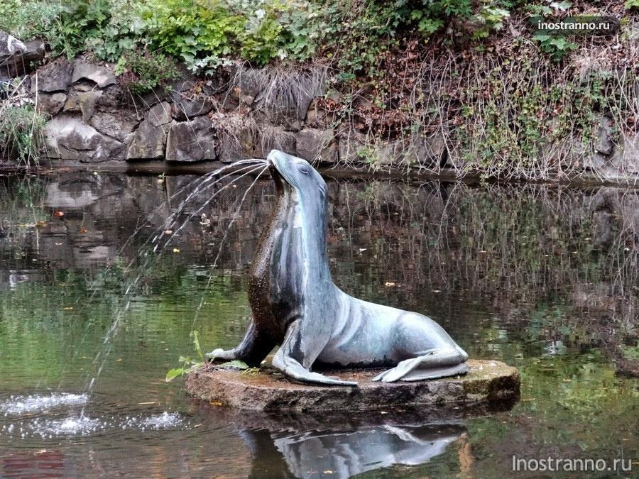 фонтан тюлень на холме Петршин