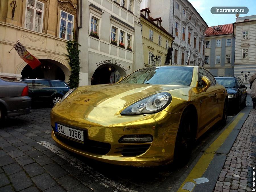 Золотой Porsche Panamera