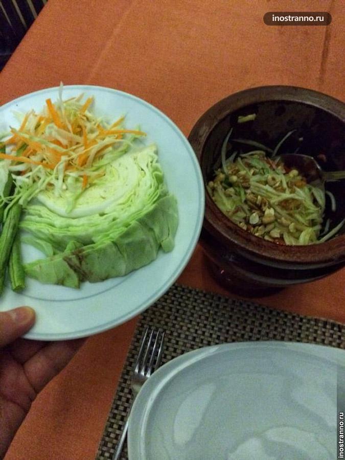 тайский салат сом там