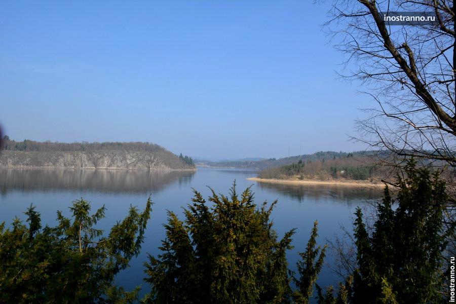 Влтава у замка Орлик в Чехии
