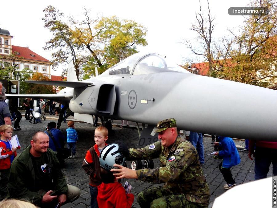 Чешские военные и дети
