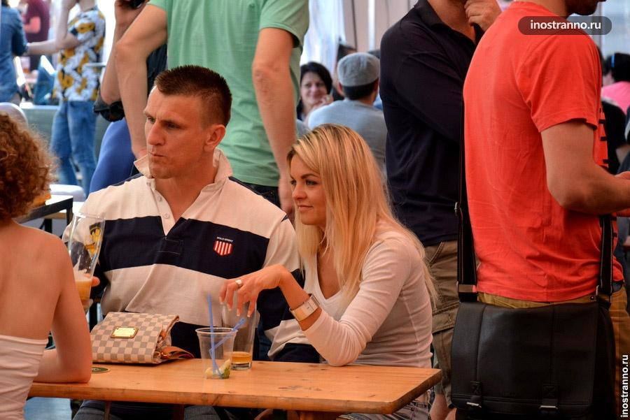 Пивной фестиваль в Праге, чех и чешка
