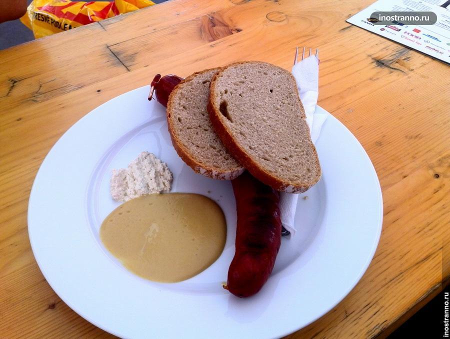 Колбаса с горчицей и хреном
