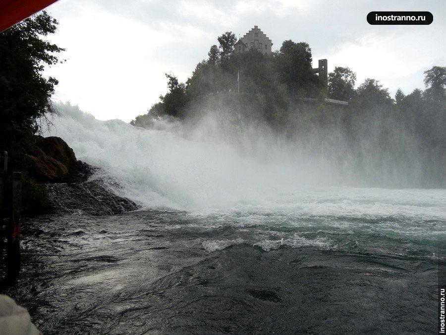 Замок Лауфен у водопада