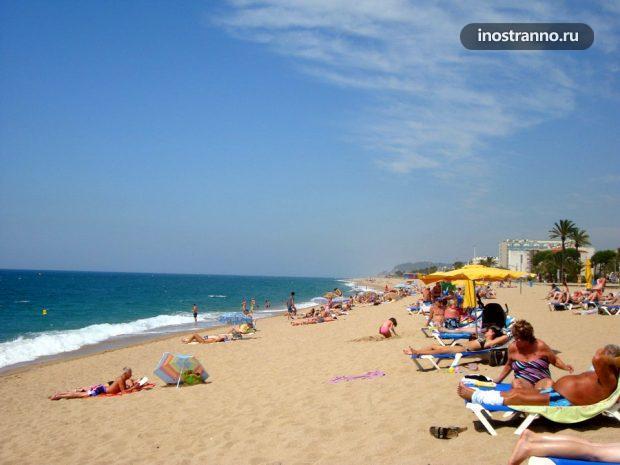 Пляж Пинеда-де-Мар в Испании