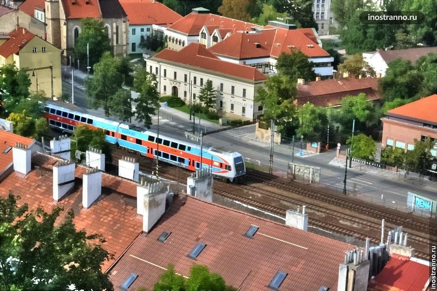 Фото поезда в Праге с высоты