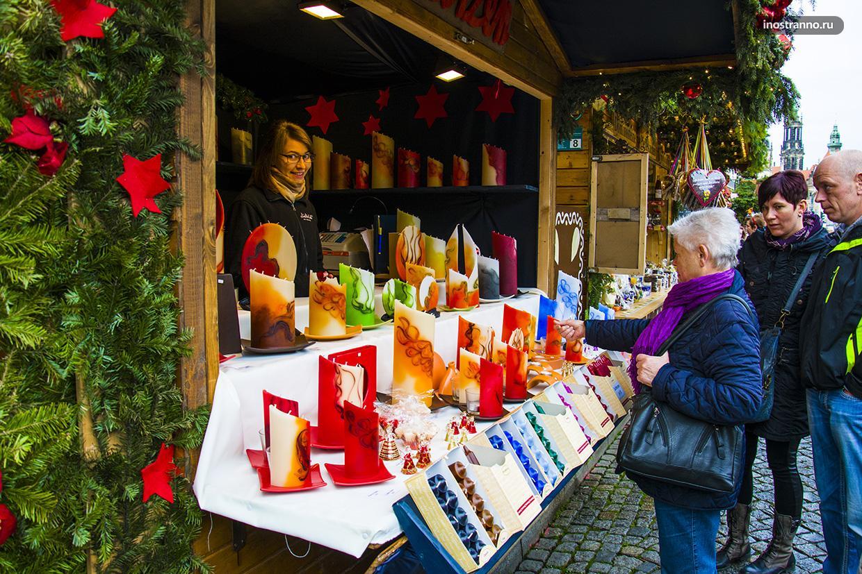Палатка рождественского рынка в Европе