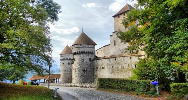 Шильонский замок на озере