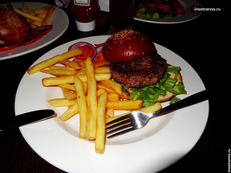 Гамбургер в фаст фуде