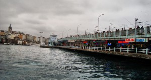 Самое рыбное место Стамбула — Галатский мост