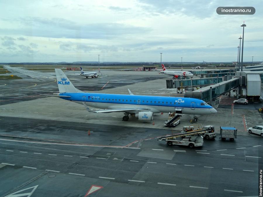 Самолет KLM в аэропорту Амстердама