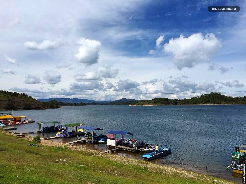 Прогулки по озеру в Колумбии