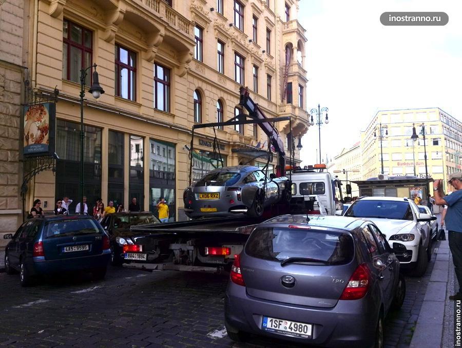 Эвакуация автомобиля за неправильною парковку