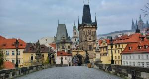 Карлов мост в Праге без русских туристов