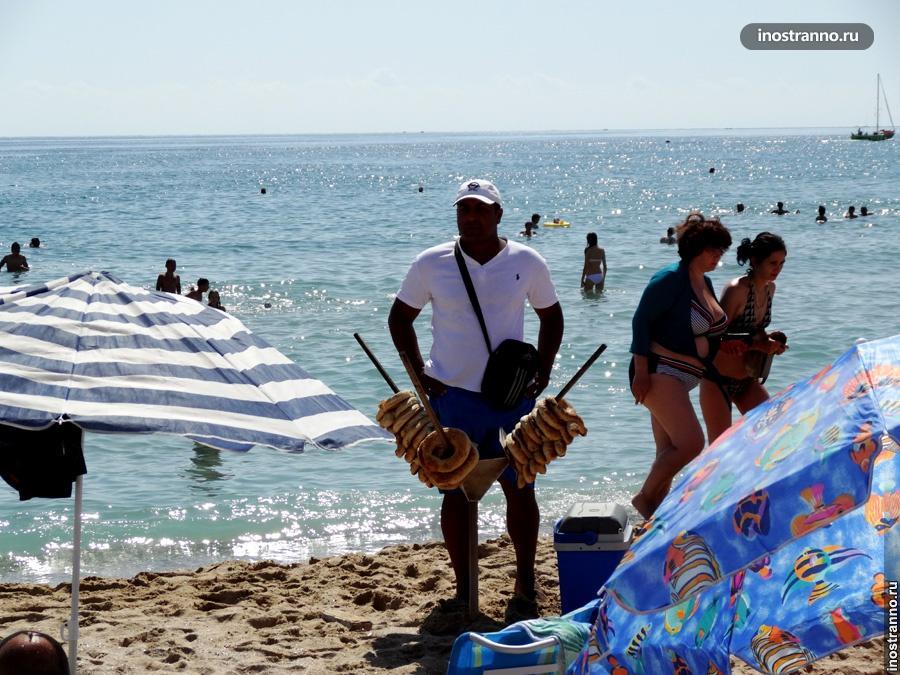 Продавец на пляже в Болгарии