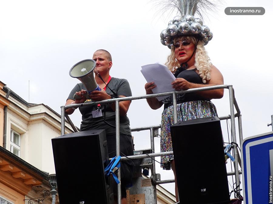 Трансвестит на гей-параде