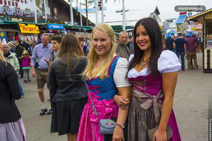 Октоберфест девушки в национальных костюмах