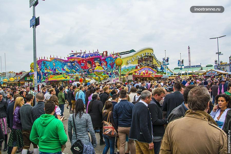 Октоберфест толпа людей