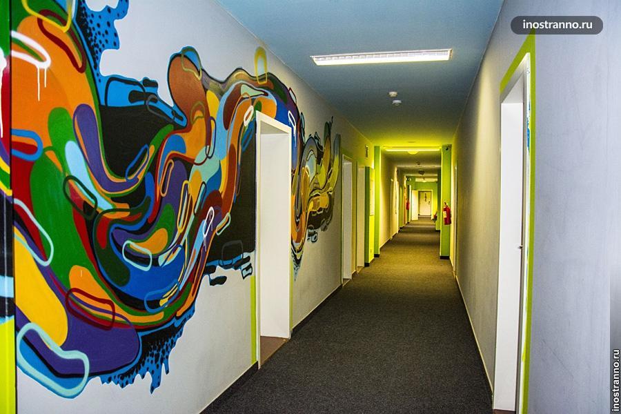 Граффити в хостеле Праги