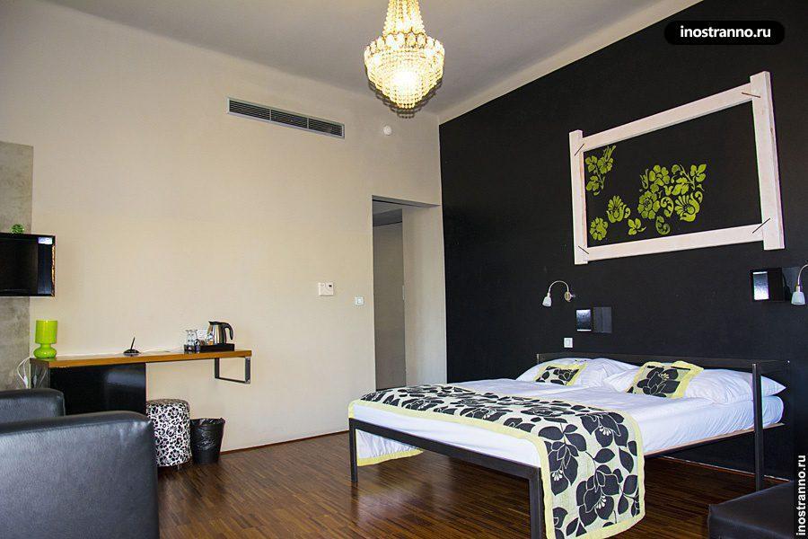 Комната как в отеле в хостеле Праги