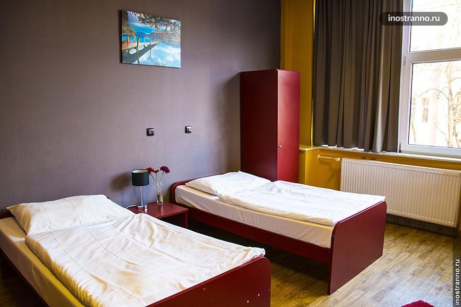 Комната в дешевом хостеле Праги