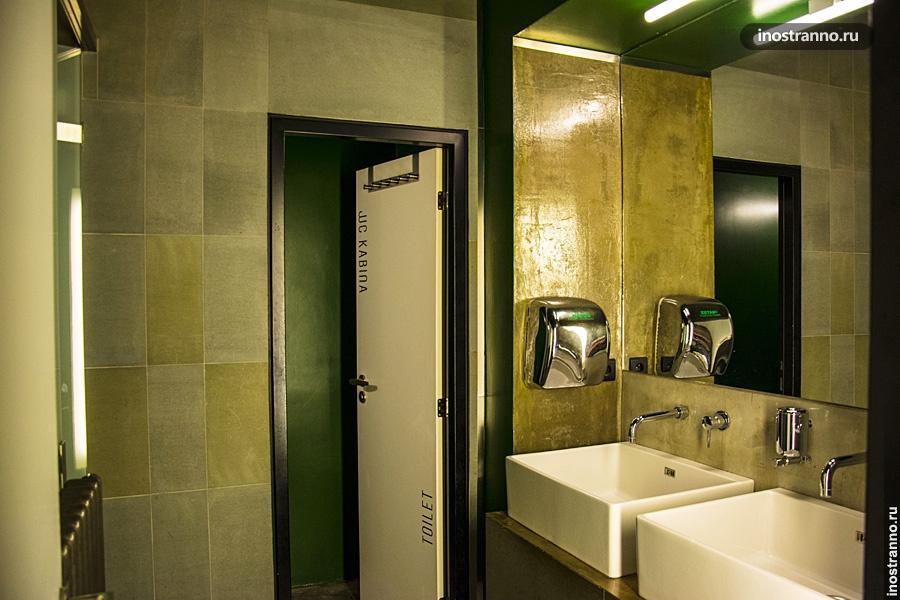 Туалет в хостеле Праги