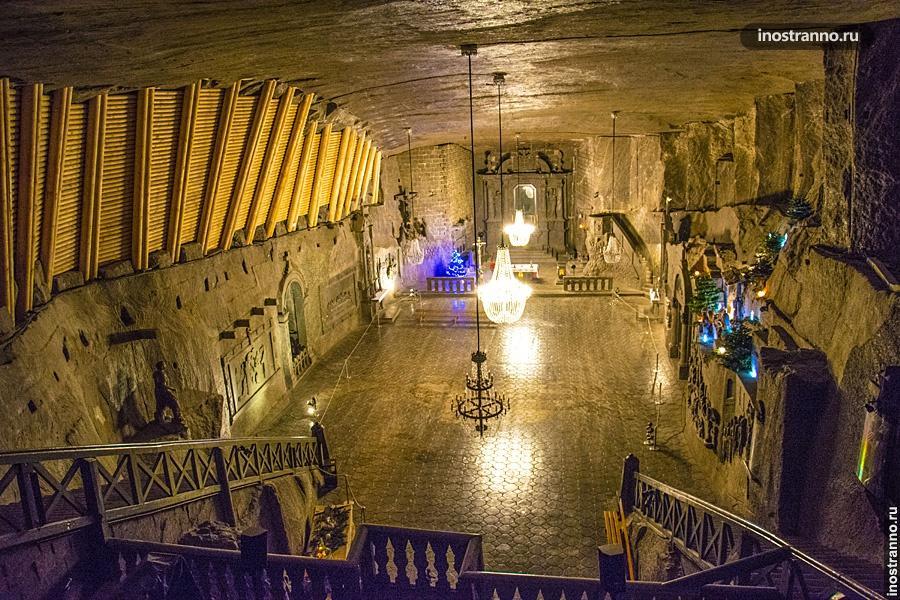 Зал в соляной пещере Величка
