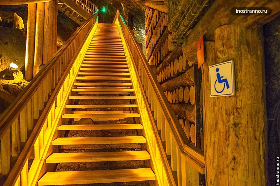 Лестница в пещере Величка