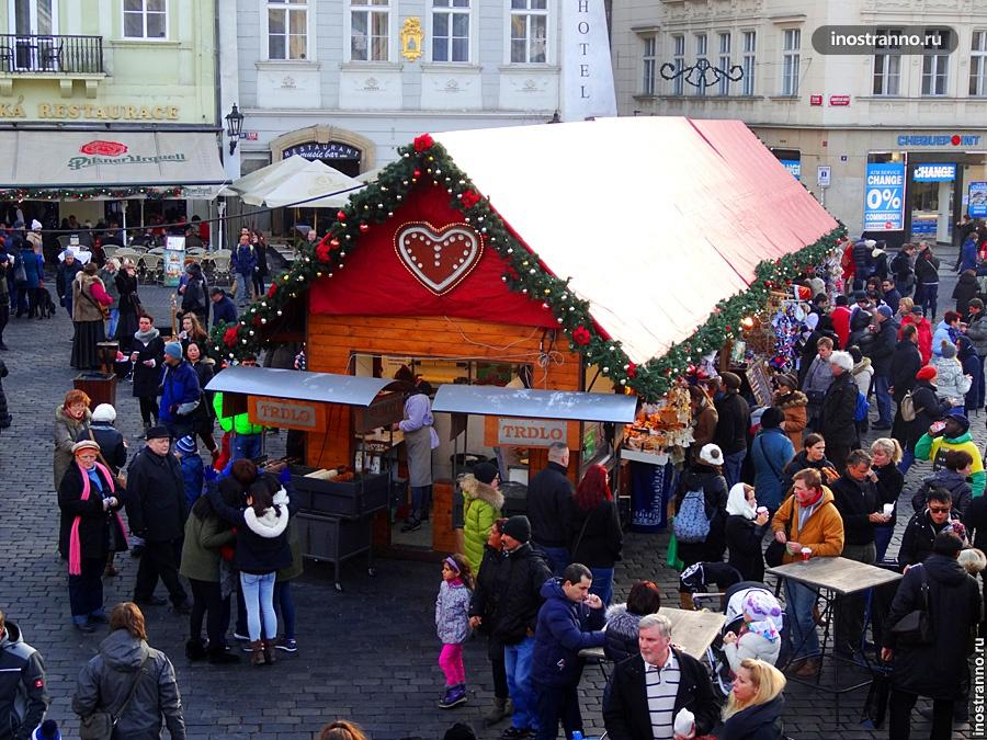 Толпы в Праге