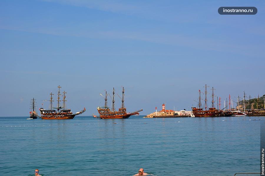 Корабли для морских прогулок в Кемере