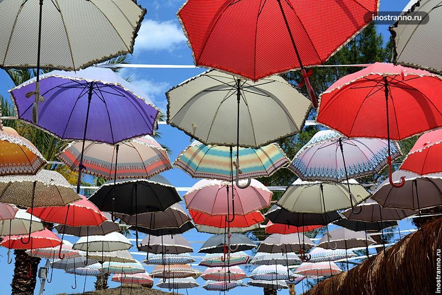 Улица с зонтиками в Кемере