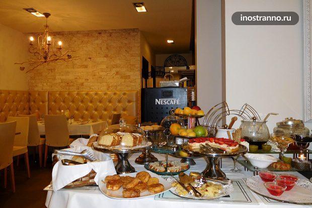 Завтрак-шведский стол в Греции