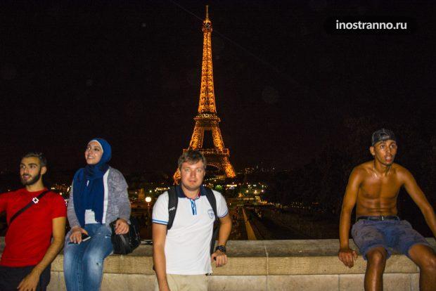 Эйфелева башня и местные жители