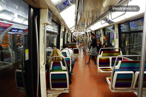 Современный вагон метро в Париже