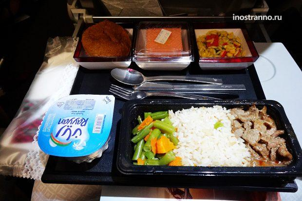 Qatar Airways блюда питания в эконом классе
