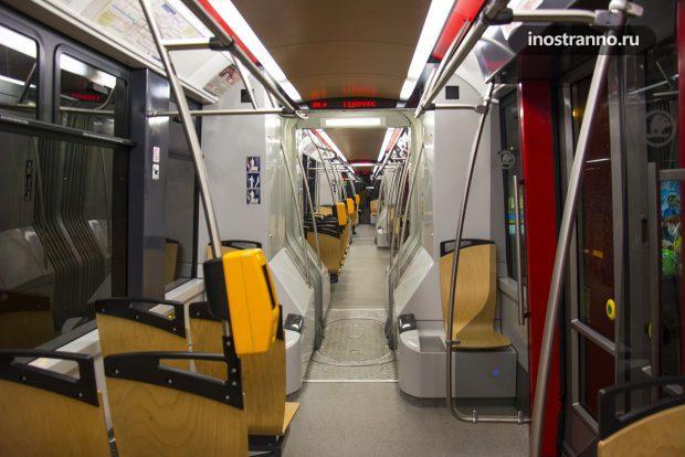 Интерьер трамвая в Праге