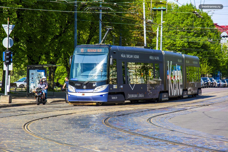 Трамвай в Риге Skoda 15T