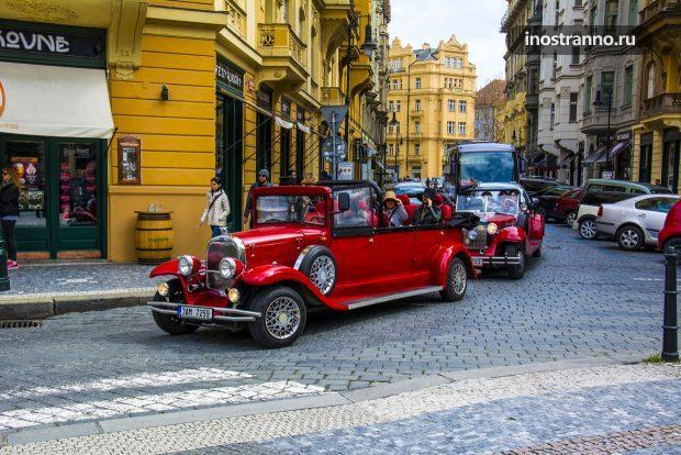 Достопримечательности Праги на ретро автомобиле