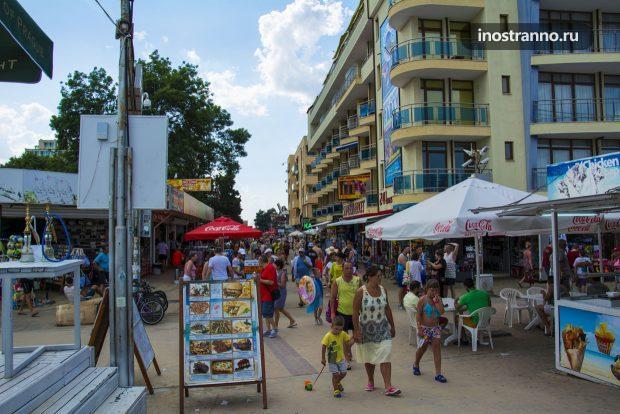 Улица курорта Солнечный берег в Болгарии