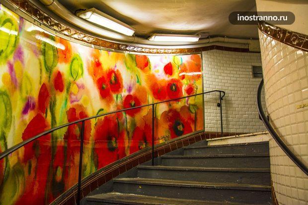 Париж станция метро на Монмартре Abbesses