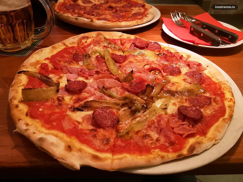 Пиццерия Кмотра в центре Праги лучшая