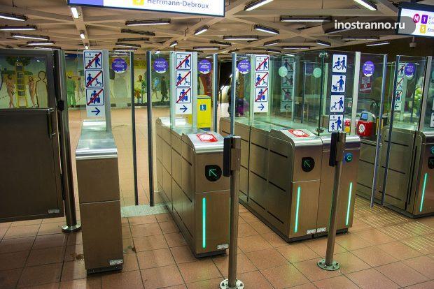 Вход в метро Брюсселя