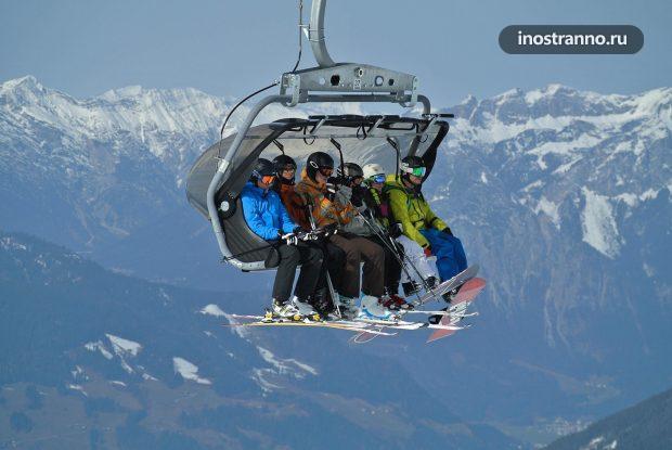 Подъемник в Альпах на курорте