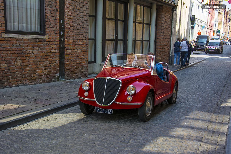 Ретро автомобиль в Брюгге
